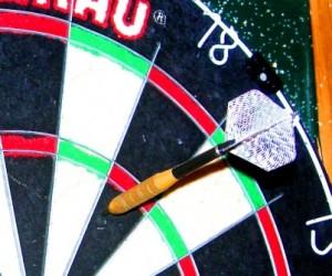 dart in board