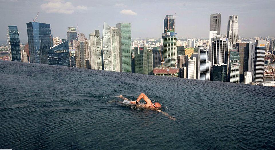 singapore-skyline-rrofpool-marina-bay-sands-hotel
